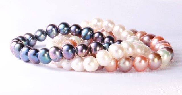 3-pearl-bracelets-white